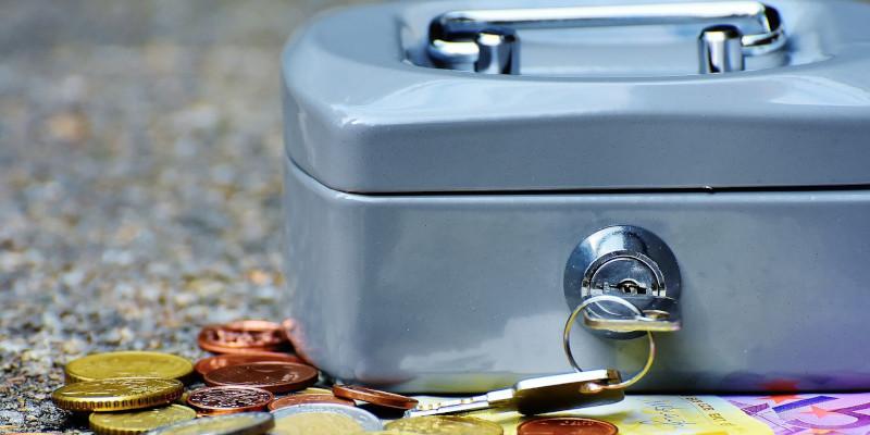 kosten-und-finanzierung-kasse-mit-kleingeld
