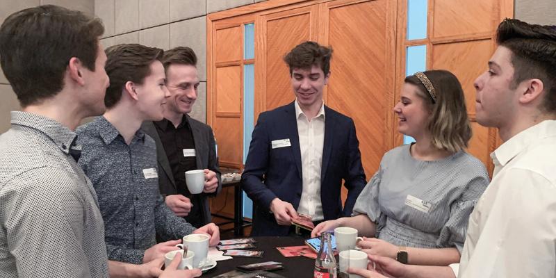 new-work-arbeitswelt-4-0-pro-contra-beim-cbs-business-breakfast Tischrunde beim CBS Business Breakfast